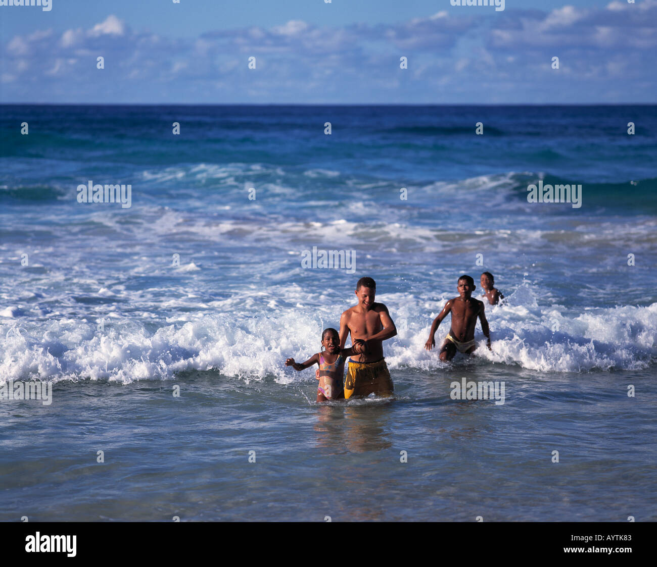Kinder und Jugendliche, Baden im Meer, jungen, Mädchen