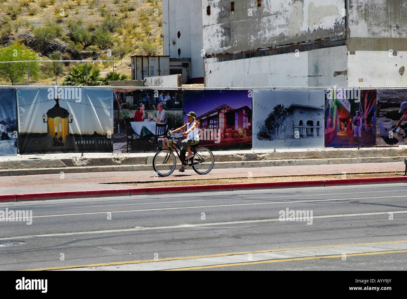 Bike-Fahrer vor dem Hayden Getreidemühle archäologische Projekt Tempe AZ Stockbild