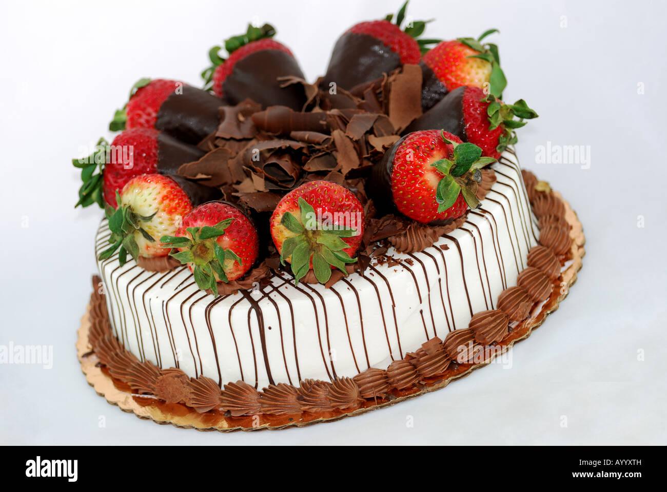 Vanille Kuchen Mit Erdbeeren Und Zerkleinerte Schokolade Obendrauf