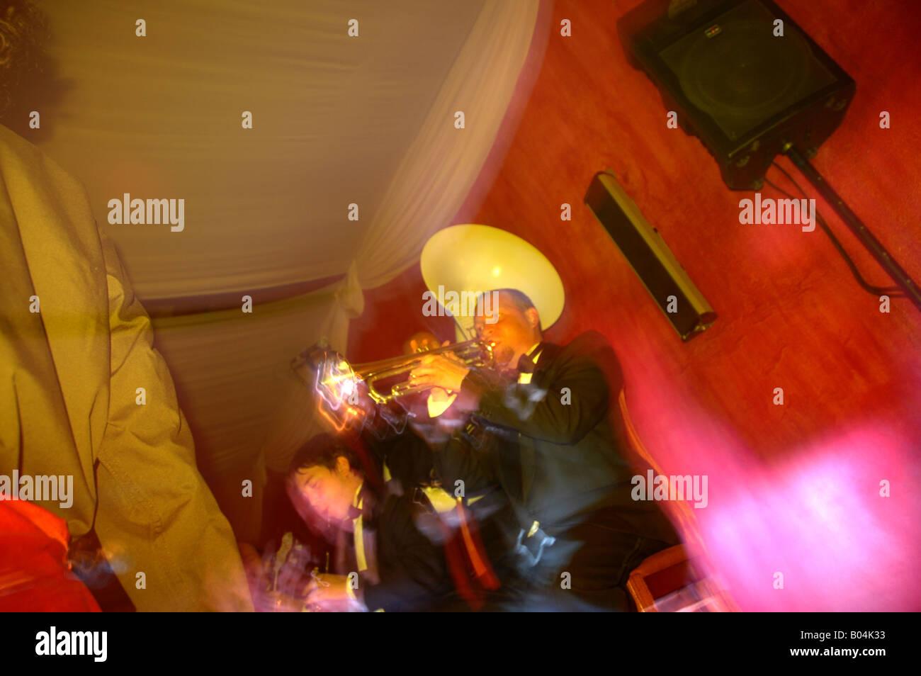 Feier Party Feier Farbblitz Colorflash Bewegungsunschärfe verschwommen Bewegung Bühne Bühnenmusiker Stockbild