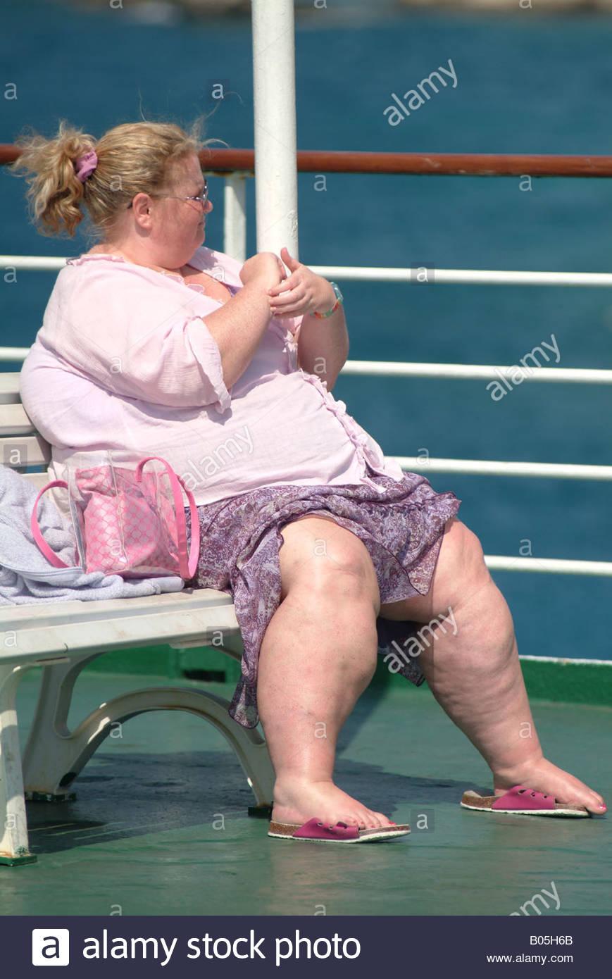 Junge Frau Dicke Dame Sitzen Griechische Boot Schiff Voller Länge