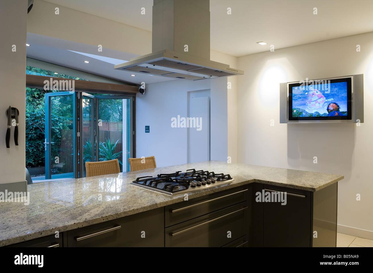 marmor-arbeitsplatte und herd in moderne küche erweiterung von 3 s