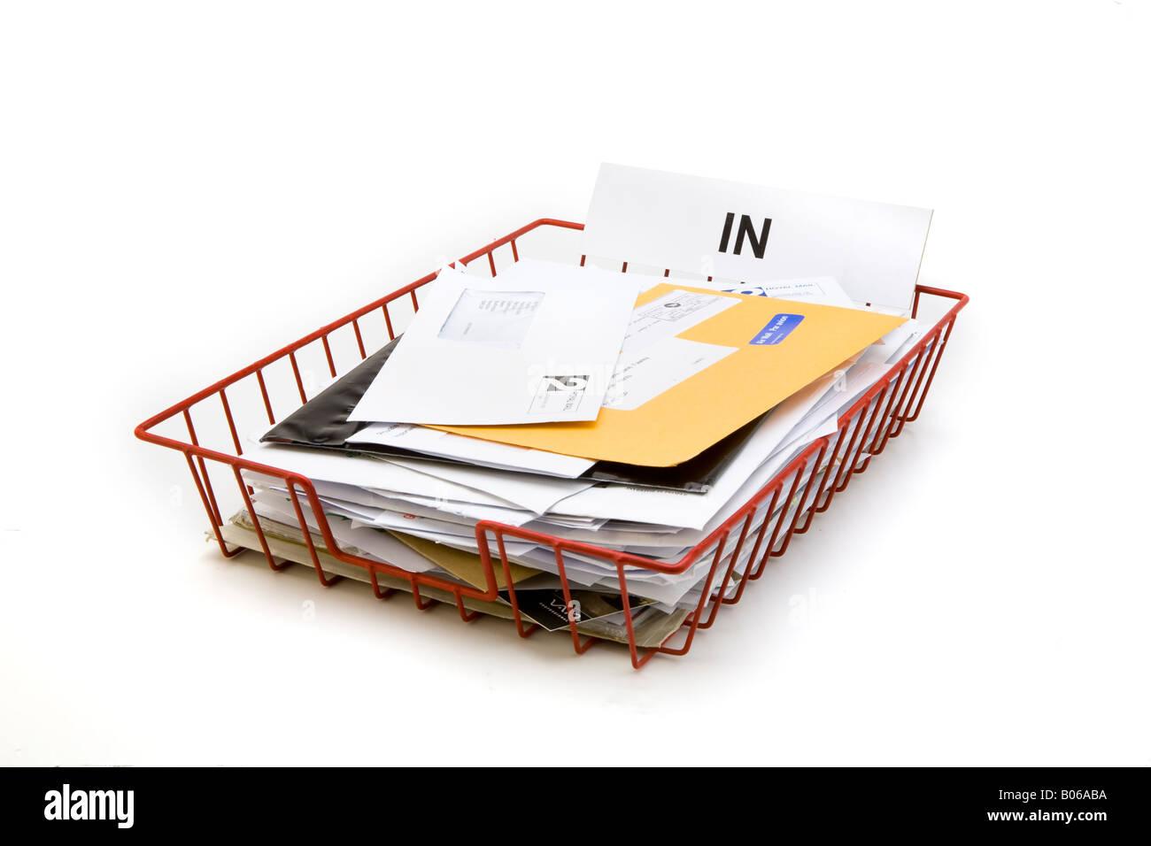volle rote Draht Gitter Büro Post im Tray für eingehende Post Briefe ...