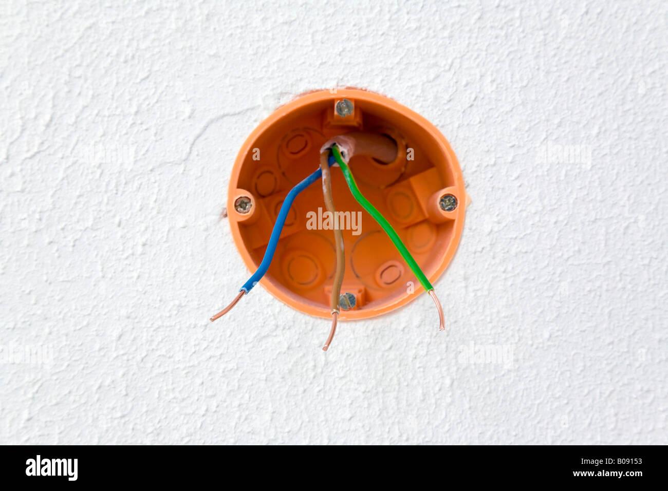 Anschlusskasten, elektrische Kabel-Box mit drei Drähten Stockbild