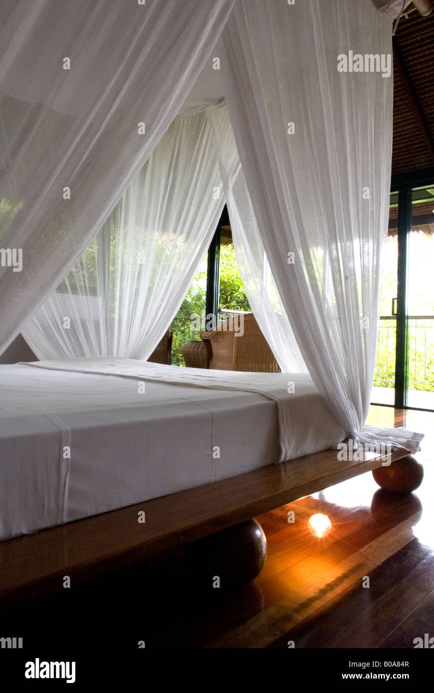 Ein Romantisches Schlafzimmer Mit Himmelbett An Der Cockatoo Hill Retreat  Boutique Hotel Daintree Rainforest Queensland Australia