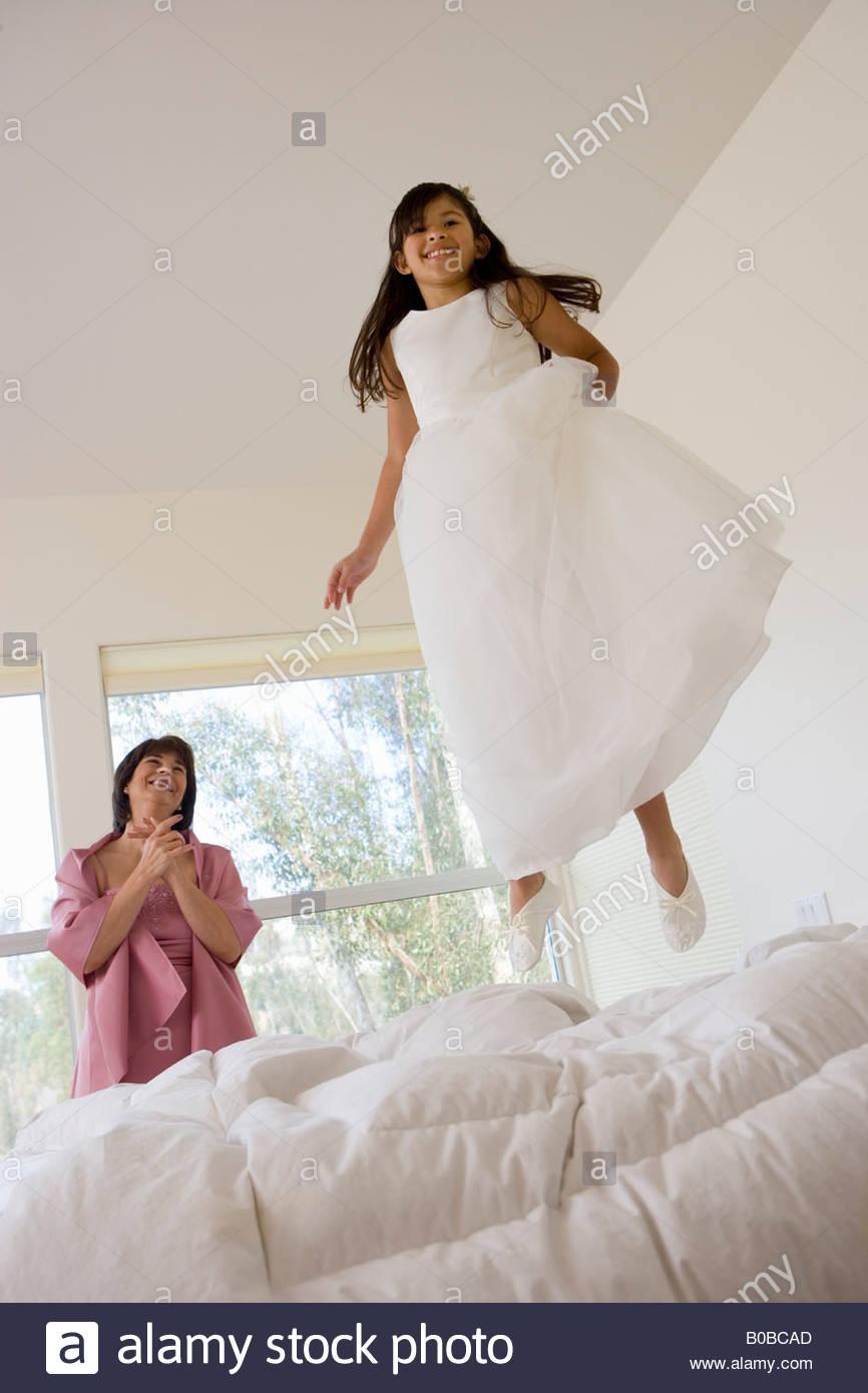Wunderbar Brautjungfer Kleid Mädchen Galerie - Brautkleider Ideen ...