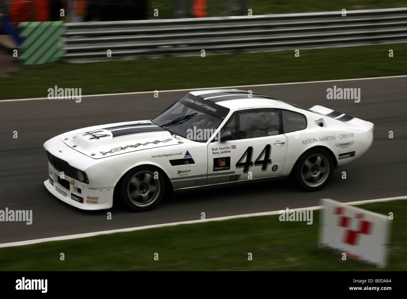 Tony Jardine und Bob Searles Aston Martin DBS V8 in Brands Hatch Mai 2008 Stockbild