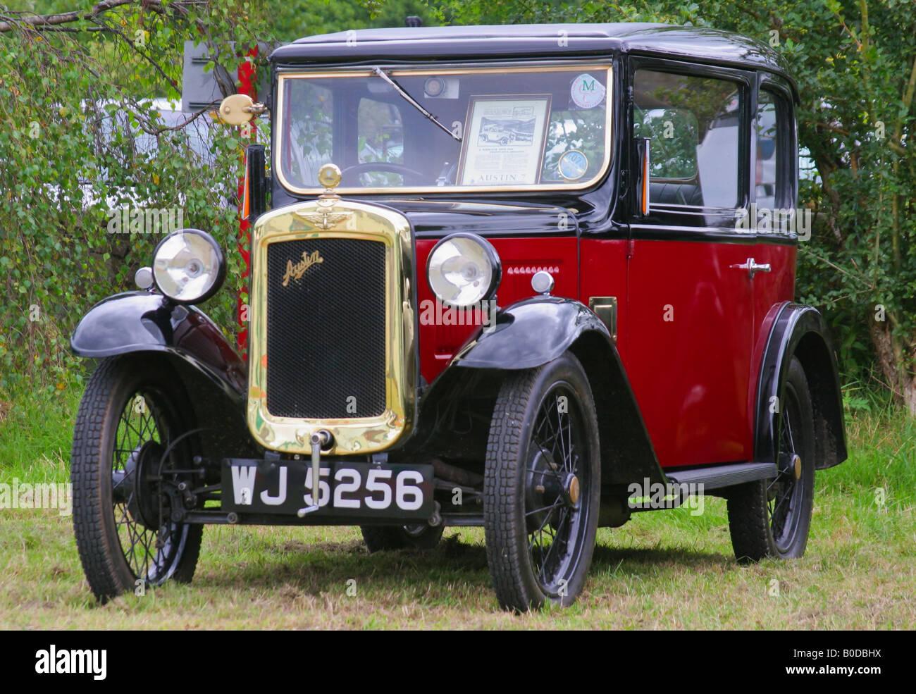 Britische Austin 7 Oldtimer auf industriellen Landschaft Messe Stockbild