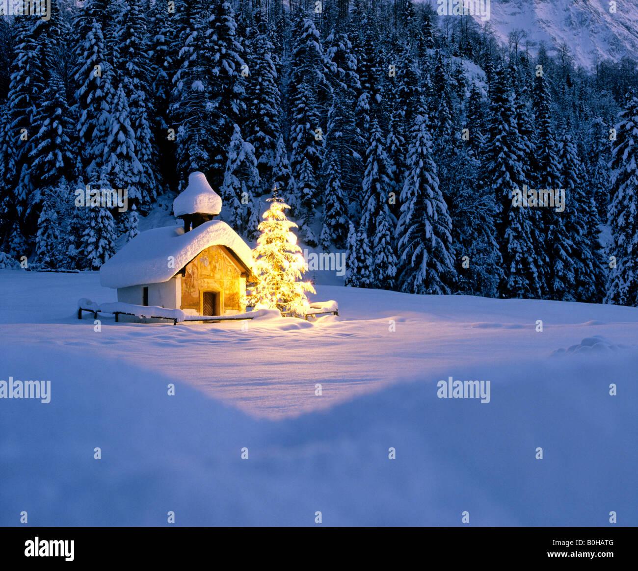 Kapelle in der n he von elmau d mmerung verschneite - Winterlandschaft dekoration ...