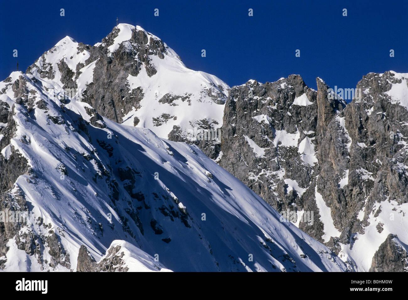 Klettersteig Innsbruck Nordkette : Schnee bedeckt flankieren klettersteig innsbrucker nordkette