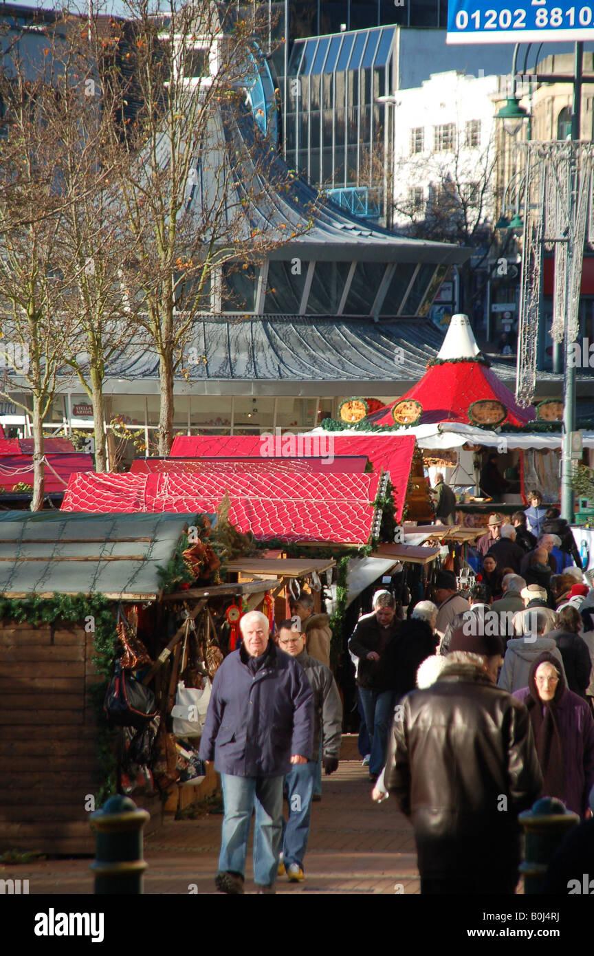 Weihnachtsmarkt Auf Englisch.Weihnachtsmarkt In The Square In Bournemouth Dorset England Uk