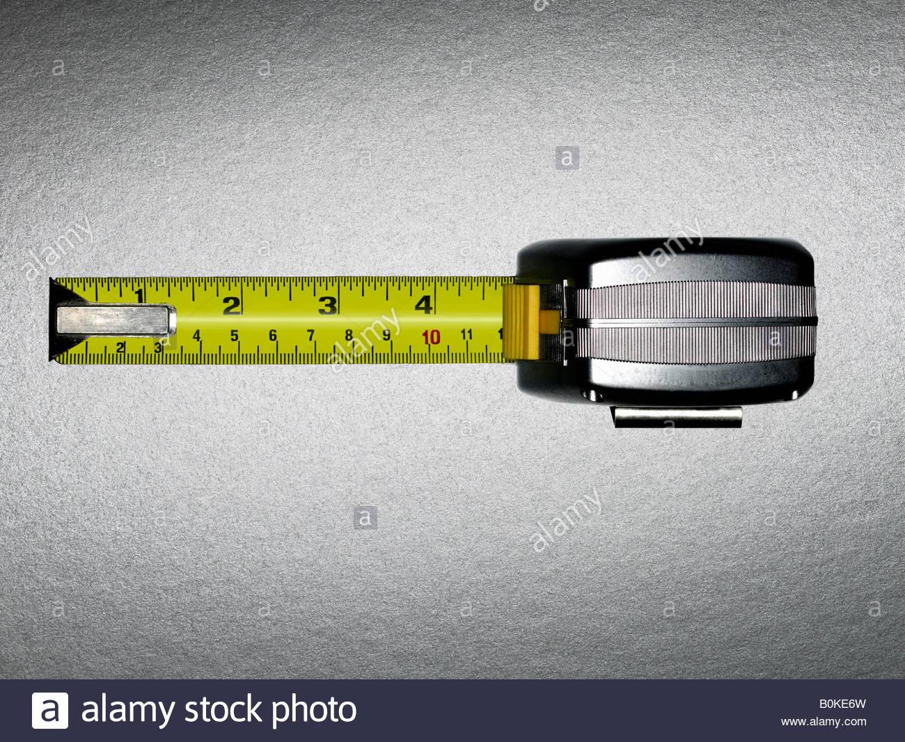 Ein Maßband mit fünf Zoll anzeigen Stockbild