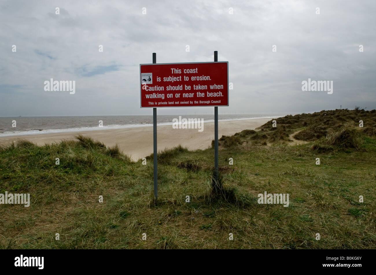 Großbritannien uk England Küstenerosion Erosion Strand Meer globale Erwärmung Winterton auf Sanddünen Stockbild