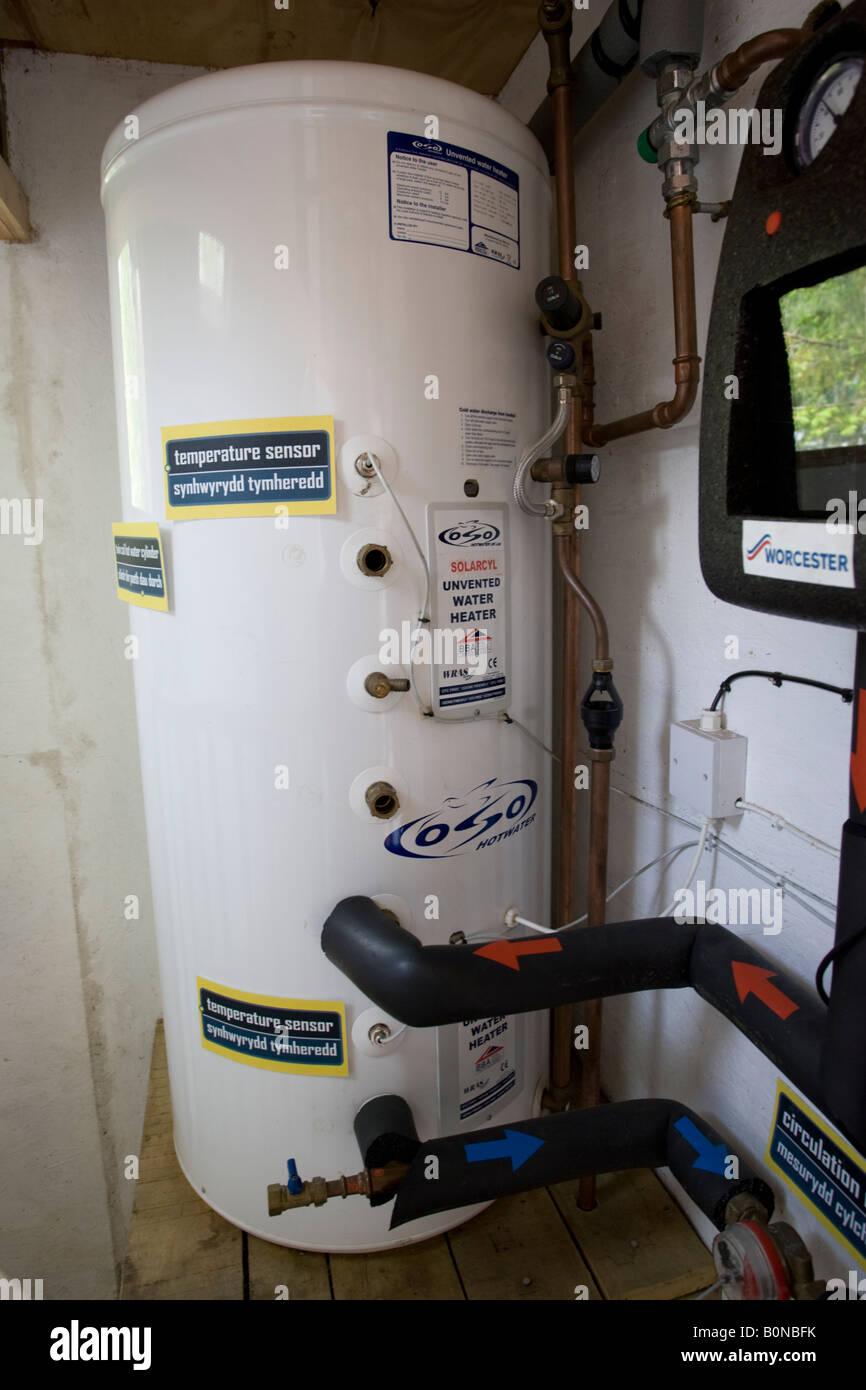 Solar-Warmwasser-Tank solar Wärmespeicher Zentrum für Alternative Technologie Machynlleth Wales UK isoliert Stockbild