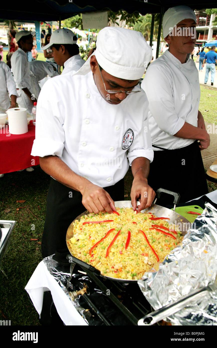 Topf mit Reis und Huhn ein traditionelles Gericht in Panama Küche ...