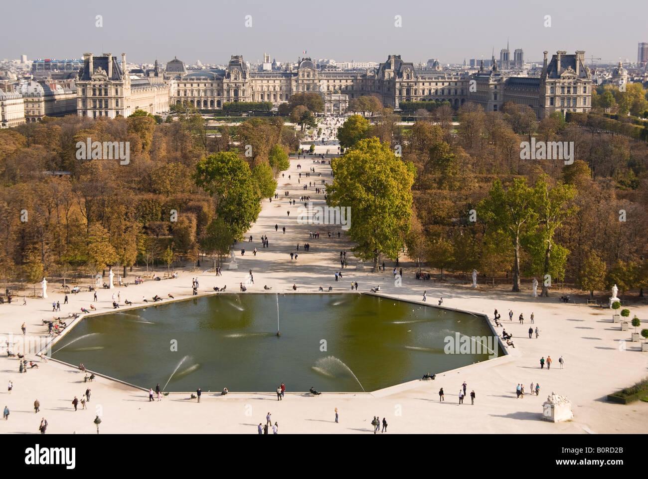 Luftbild mit Blick auf den Jardin des Tuileries in Richtung des ...