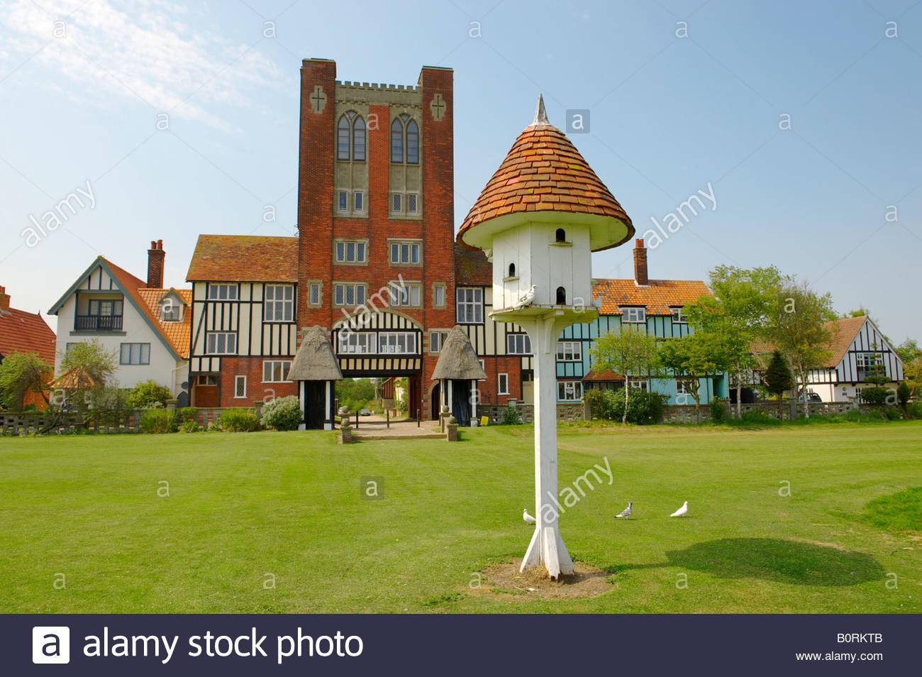 Thorpness Suffolk England - traditionelle Dovecot und dreißiger Jahre Gebäude Stockbild