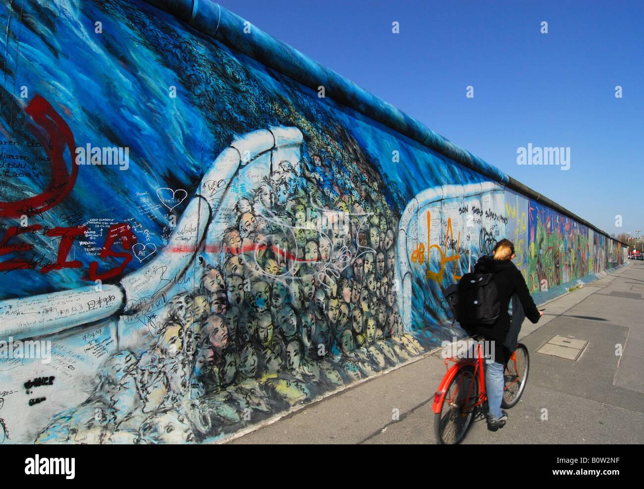 Berliner Mauer an der East Side Gallery Stockbild