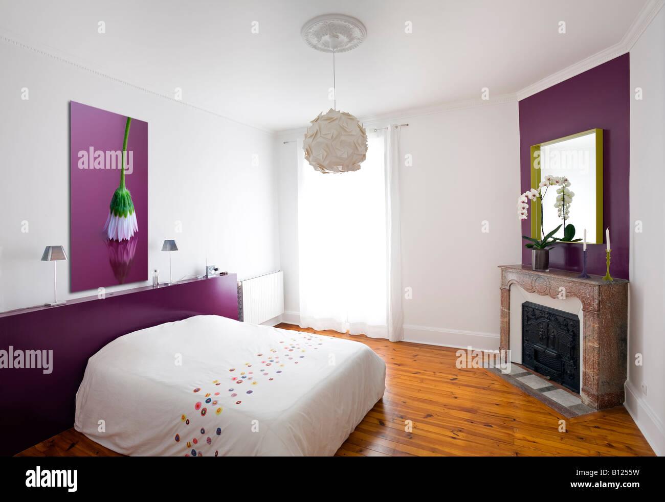 Modernes Zimmer in einem alten Haus (Frankreich). Chambre À Coucher ...
