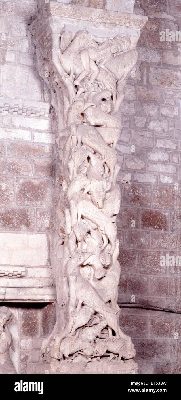 Souillac, Eglise Sainte-Marie, Interieur-Portal, Detail Trumeau, Partie basse Stockbild