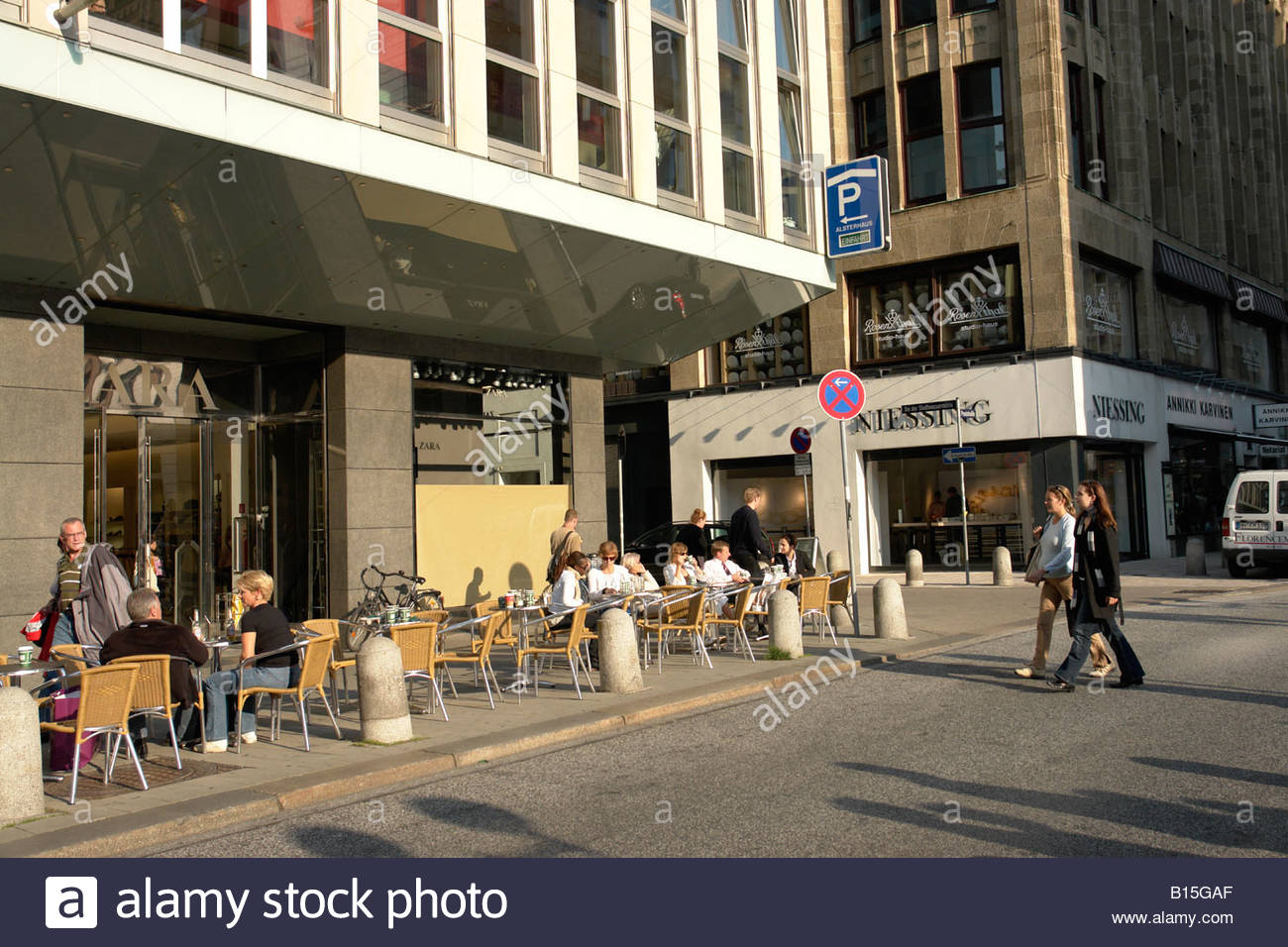 hamburg germany street cafes in stockfotos hamburg. Black Bedroom Furniture Sets. Home Design Ideas