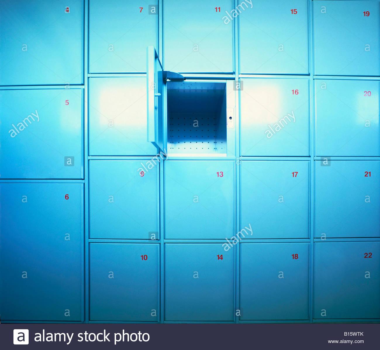 Reihen von Schließfächern Stockbild