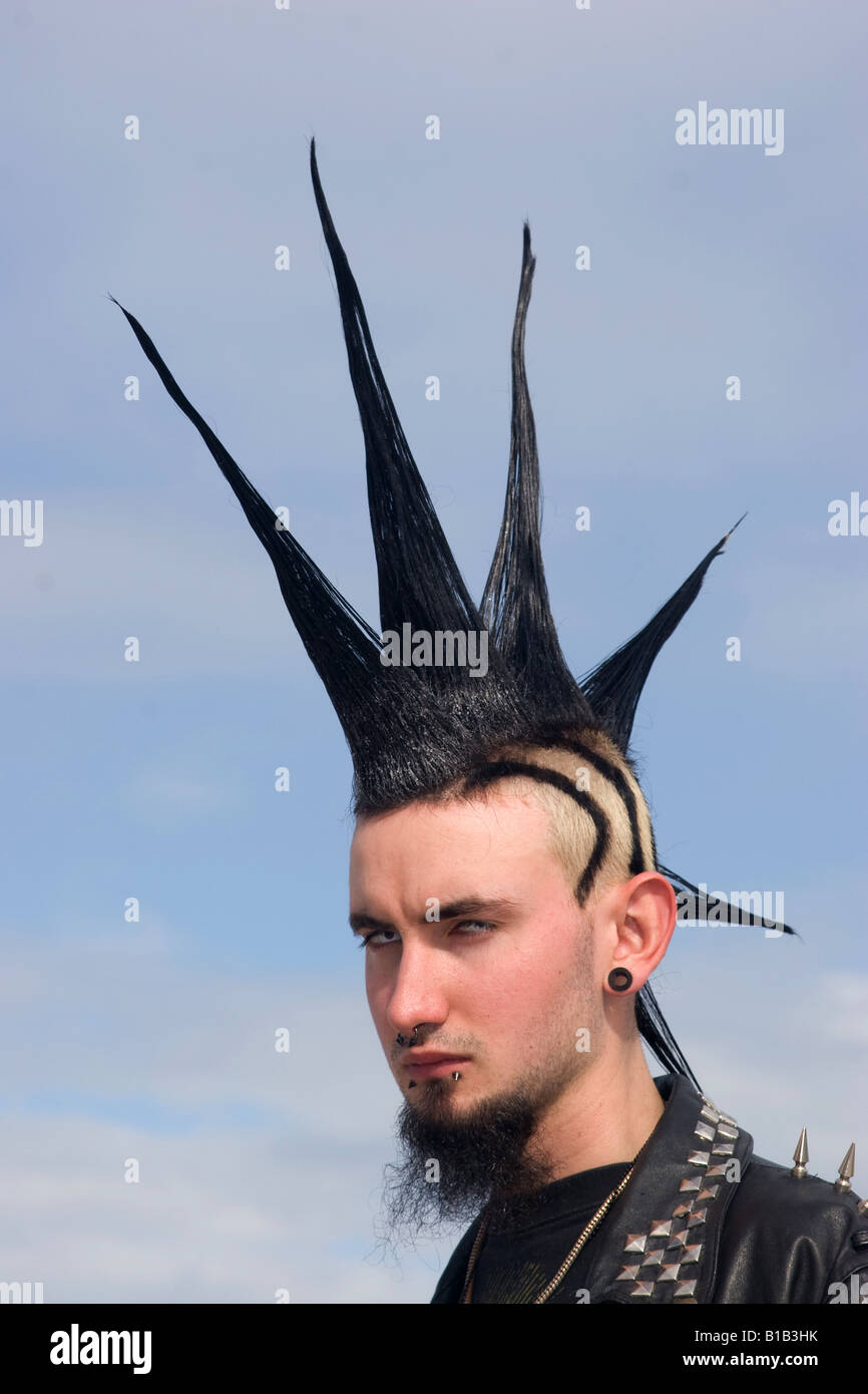 Punk Teenager Mit Spikey Frisur Stockfoto Bild 18069343 Alamy