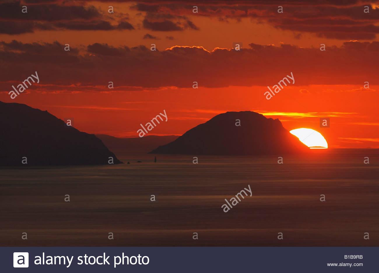 Italien, Inseln Alicudi, Sonnenuntergang Stockbild