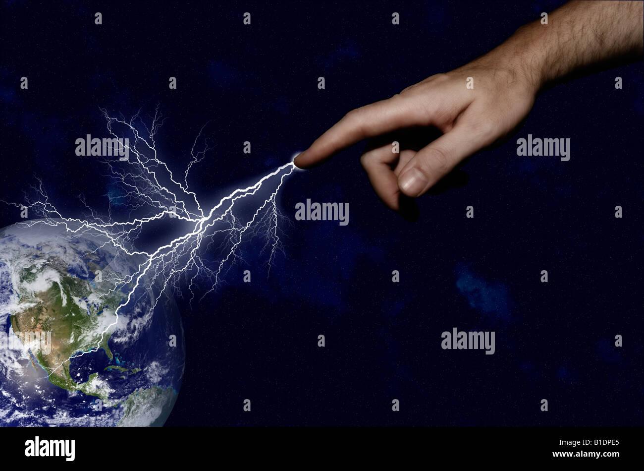 Darstellung von Menschenhand Duschen die Erde mit Beleuchtung in einem Akt der Zerstörung Stockbild