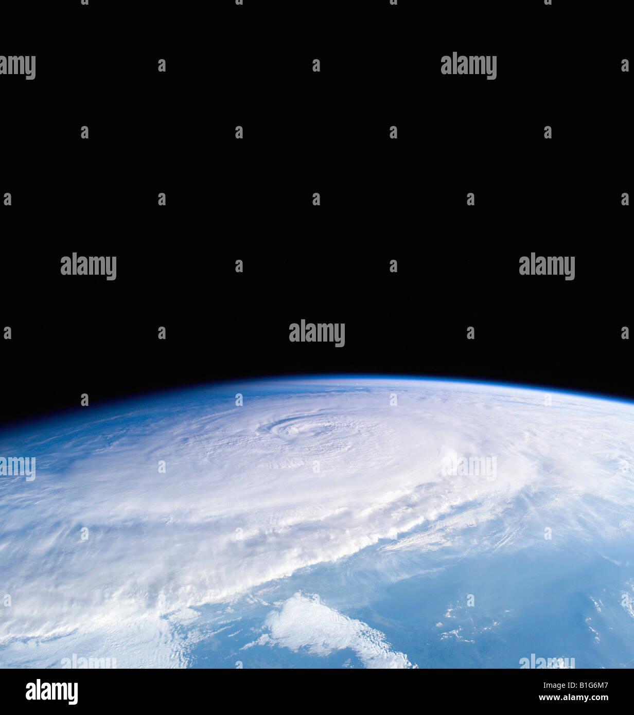 Taifun 18W Waldrind aus der internationalen Raumstation ISS am 24. September 2005 Stockbild