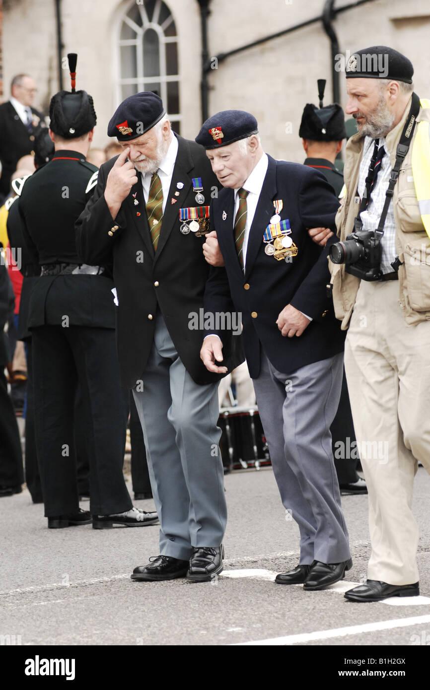 Alt-Krieg-Veteran Unwohlsein wird dazu beigetragen, eine erste Hilfe Posten Stockbild