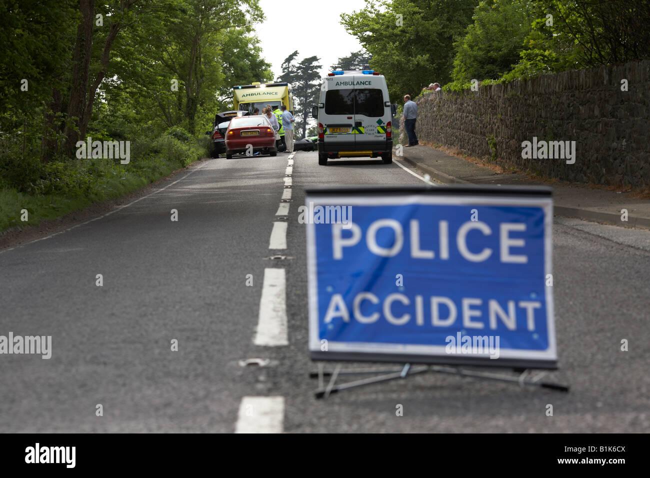 Polizei Unfall vorübergehend Zeichen in der Mitte der Straße an der ...