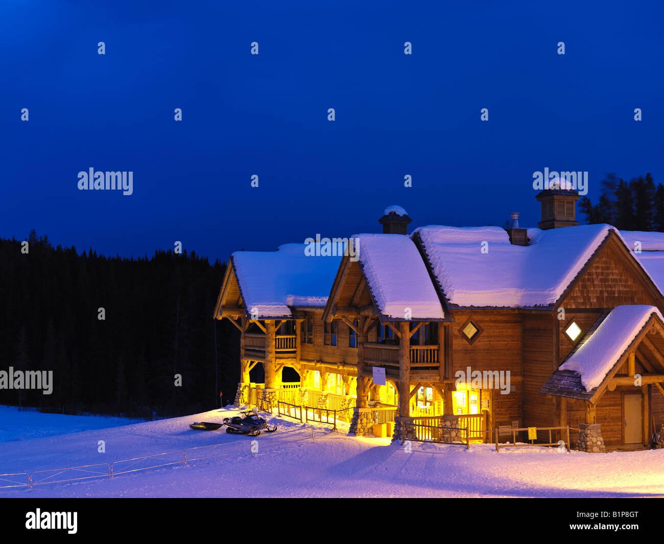 Kanada Alberta Banff National Park Lake Louise Wiskeyjack-Ski-Hütte im winter Stockbild