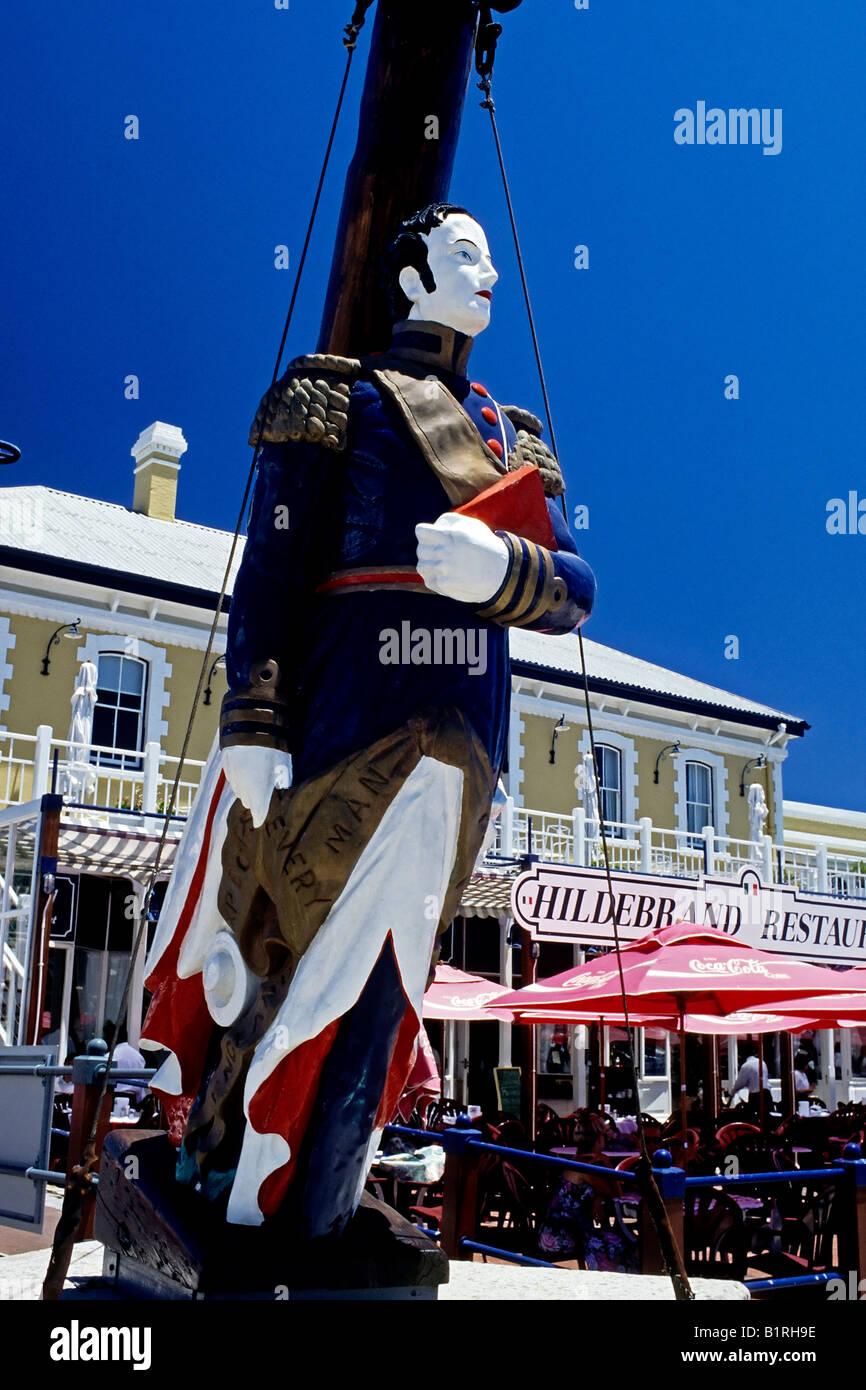 Bunte Aushängeschild eines Admirals vor einem Restaurant, V & A Waterfront, Cape Town, Kapprovinz, Südafrika Stockbild