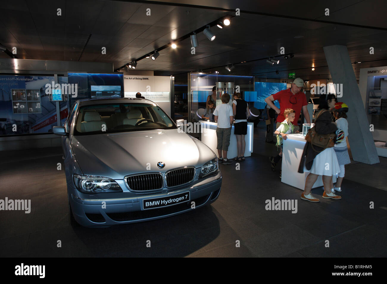 Automobil die Wasserstoff-Antrieb-Technologie im Inneren der BMW Welt, BMW Welt Mixed-Use-Center, München, Stockbild