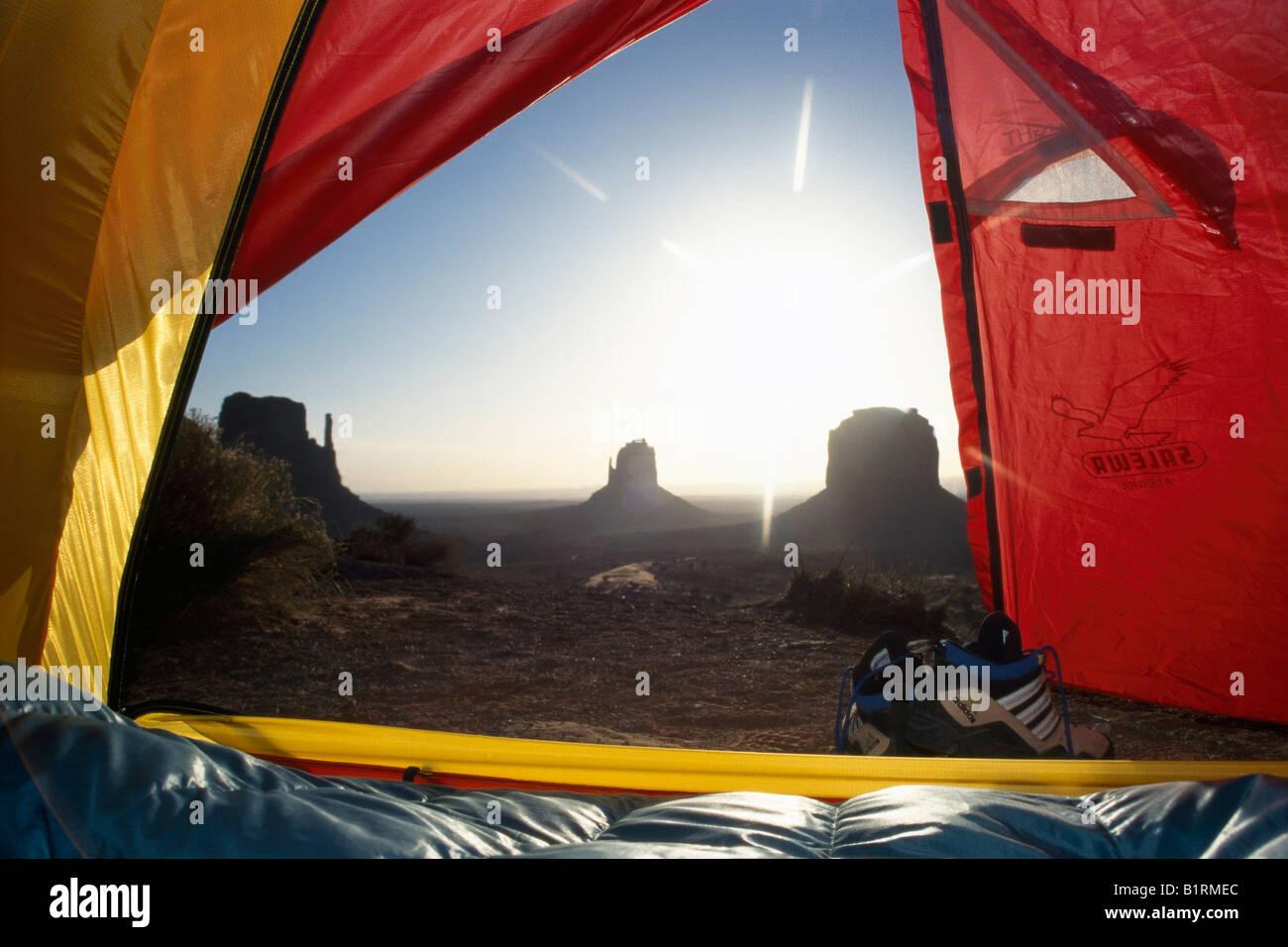 Blick aus einem Zelt am Monument Valley, Utah, USA Stockbild