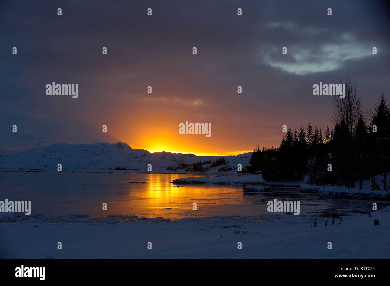 Sonnenuntergang im Thingvellir National Park, Lake Thingvellirvatn, Island Stockbild