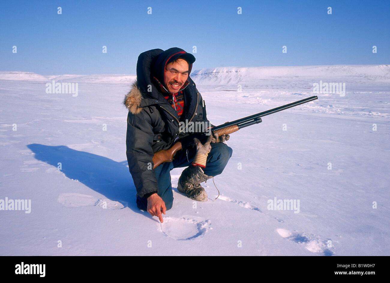 Hunter, Polar Bär Tracking, Franklin-Insel, Nunavut, Kanada Stockbild