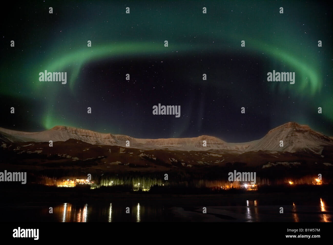 Aurora Borealis oder das Nordlicht über Mount Esja, Reykjavik Island Stockbild