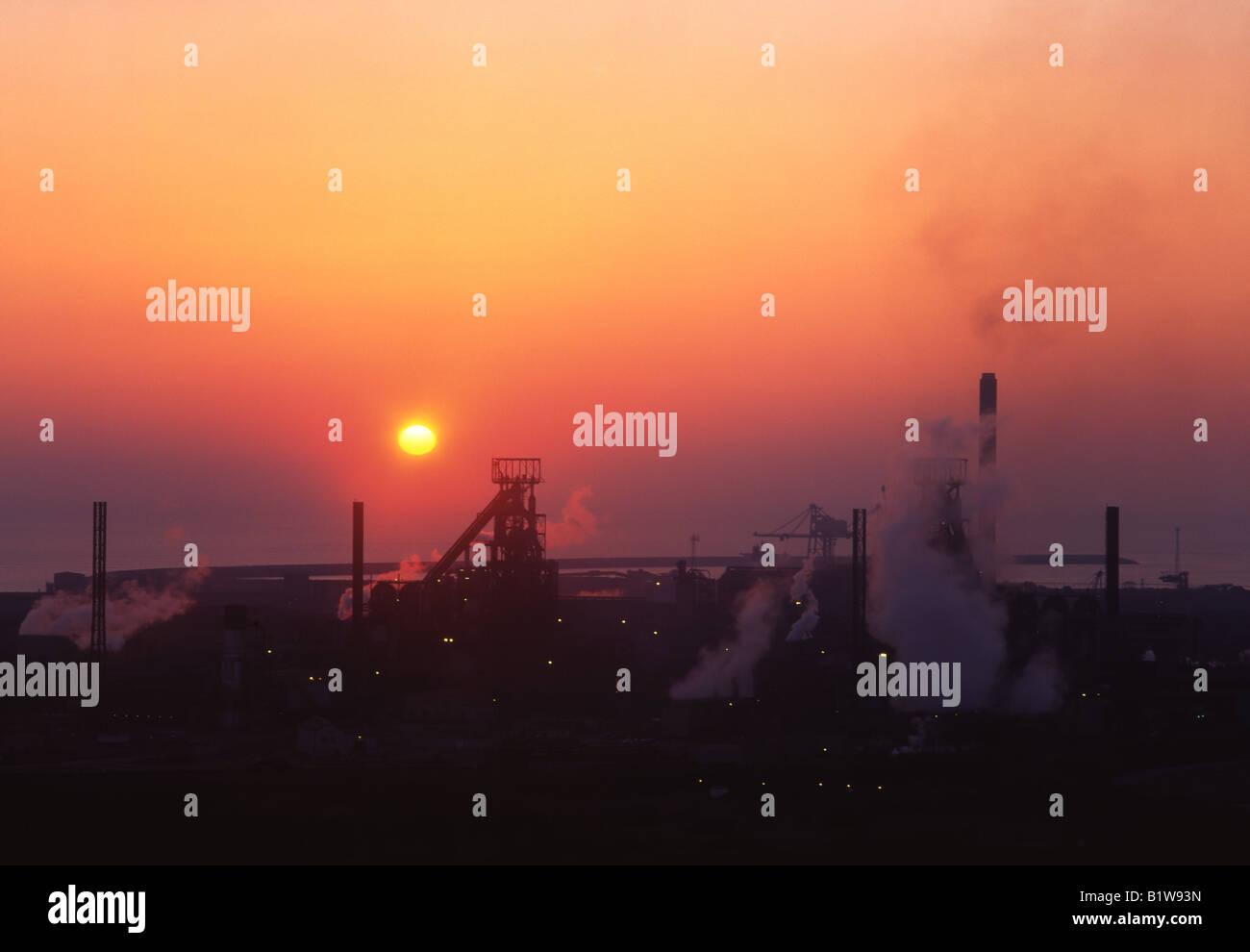 Tata Corus Margam Stahlwerk Port Talbot Hochöfen bei Sonnenuntergang Schwerindustrie South Wales UK Stockfoto
