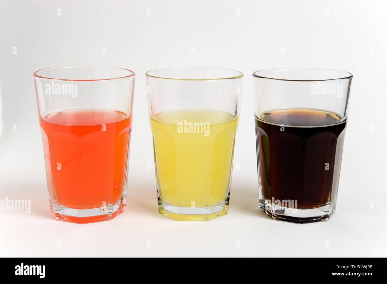 Alkoholfreie Getränke Zucker Natron Glas trinken, Licht rot, gelb ...