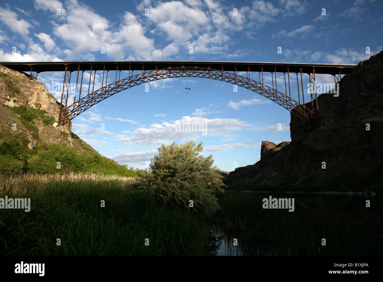 Ein Blick Auf Die Perrine Bridge Aus Dem Boden Des Canyons Twin