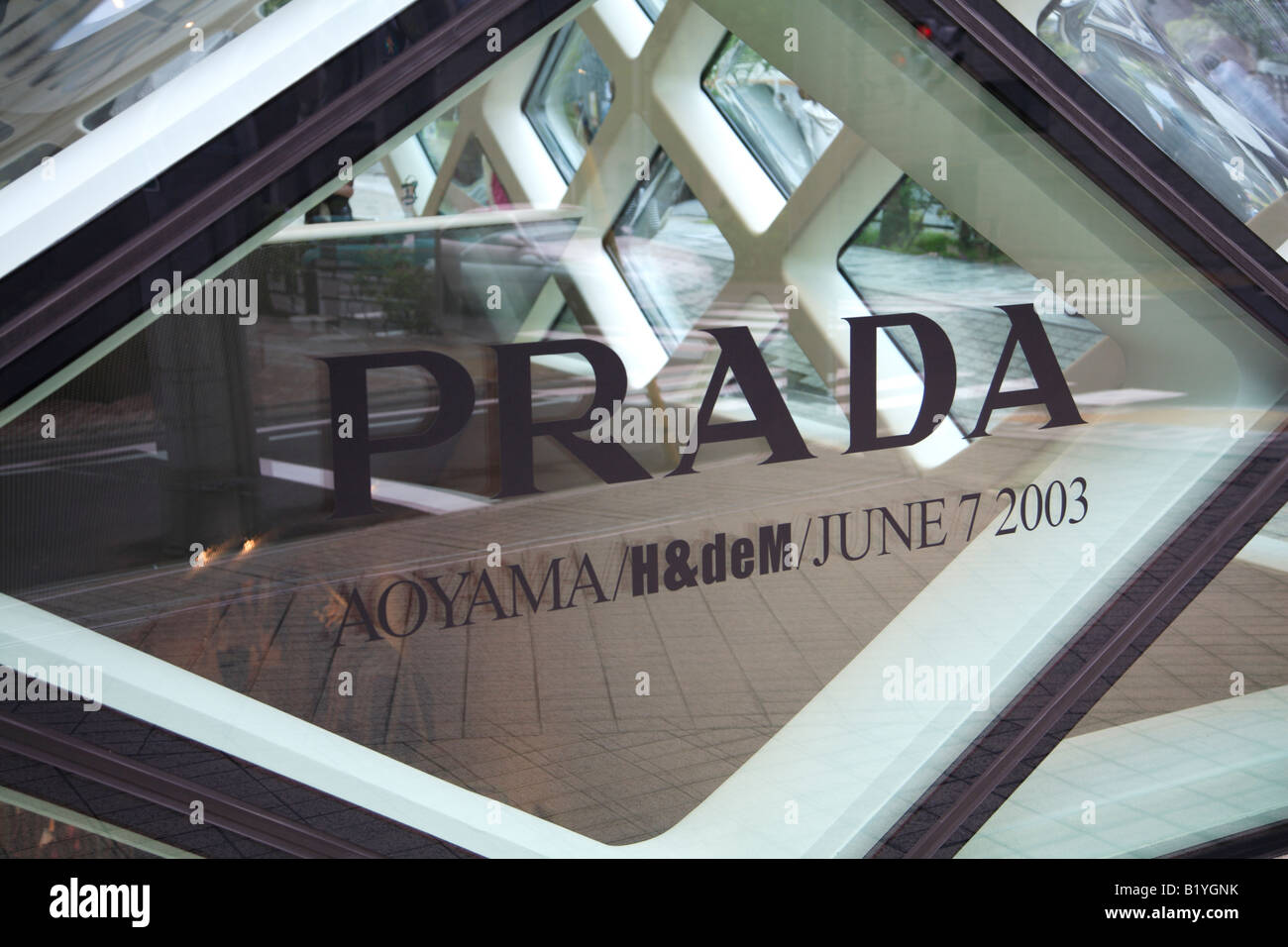 Prada-Showroom in Aoyama Tokio Japan Bauplanung durch Architekten Herzog de  Meuron Stockbild 1b3a90848a