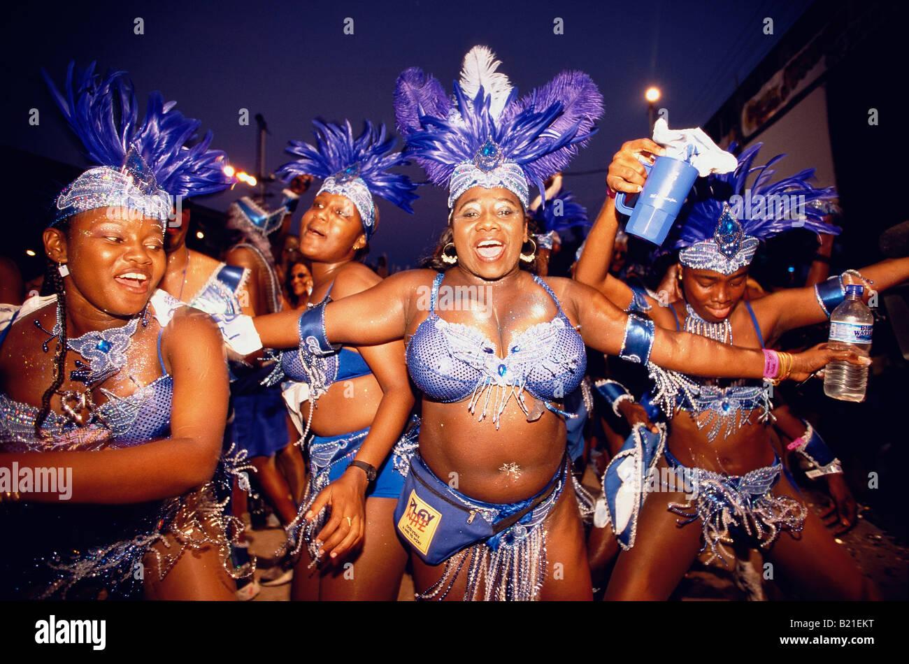 Frauen Im Kostum Tanzen An Fasching Karneval Port Of Spain Trinidad