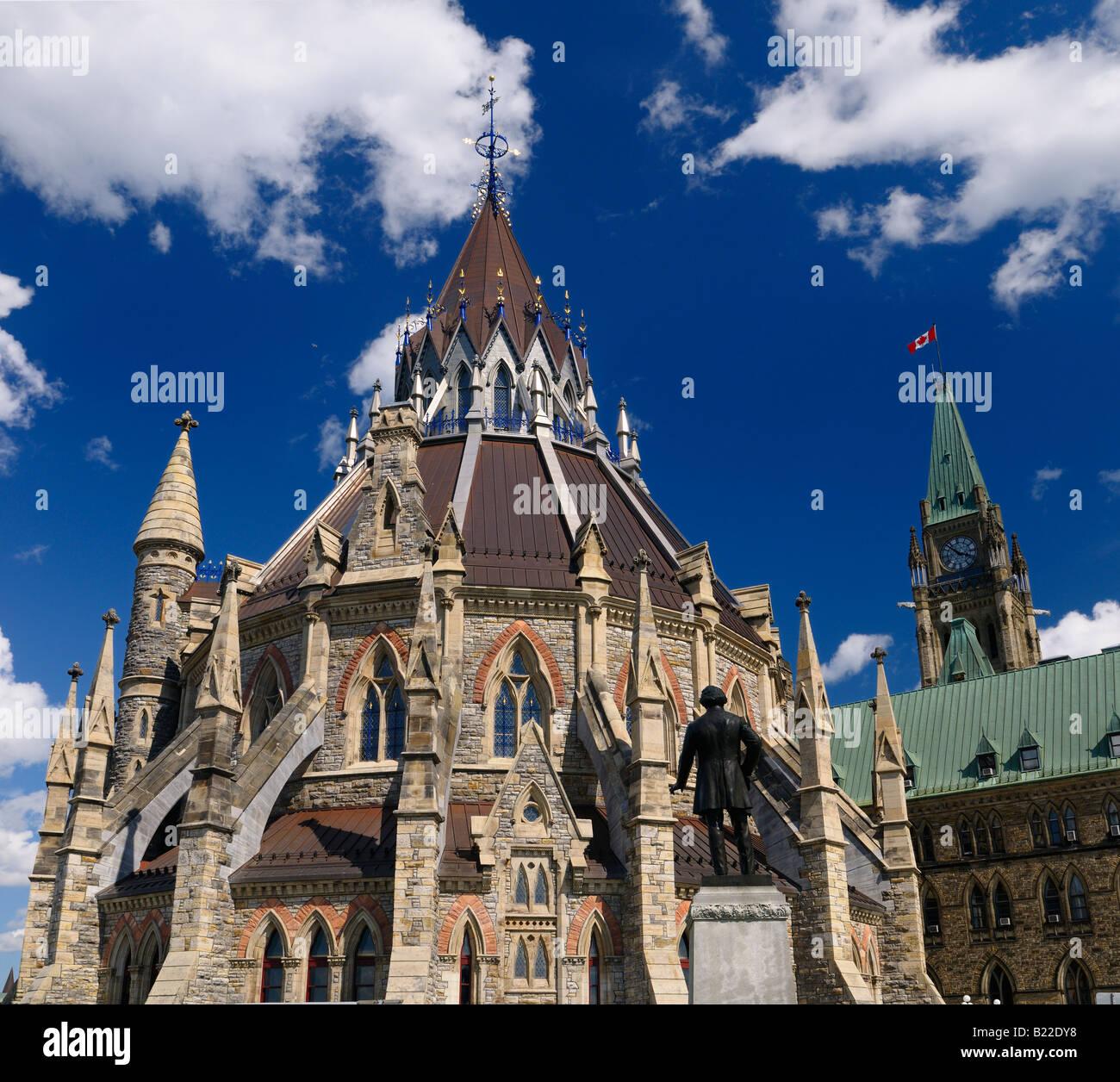 Renovierte Bibliothek und Mittelblock mit Peace Tower Parlamentsgebäude Bundesregierung Gesetzgeber in Ottawa Stockbild