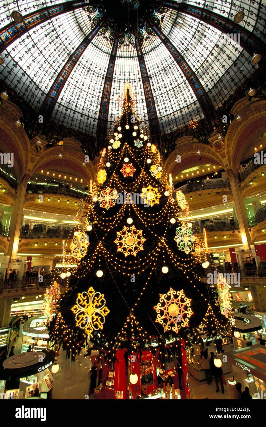 Interieur Weihnachtsdekoration in Galerie Lafayette Paris Frankreich Stockbild