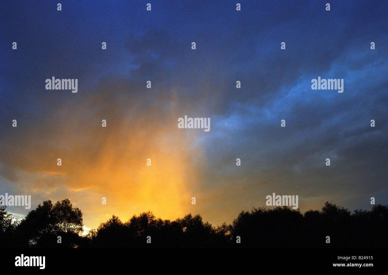 Atmosphärisches Phänomen - gelbe Regen Stockbild