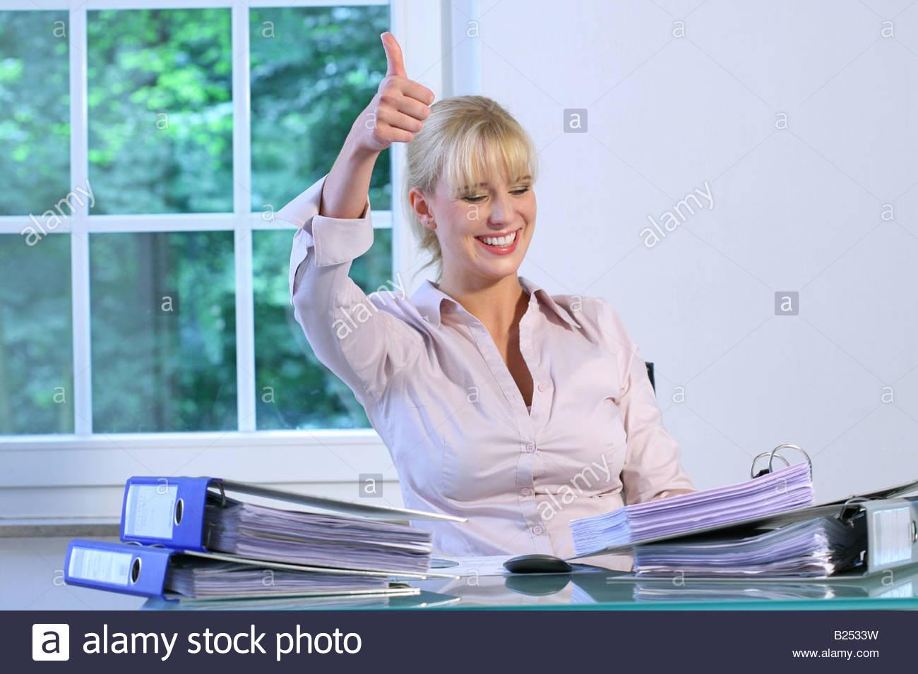 Flirtsignale frau im büro