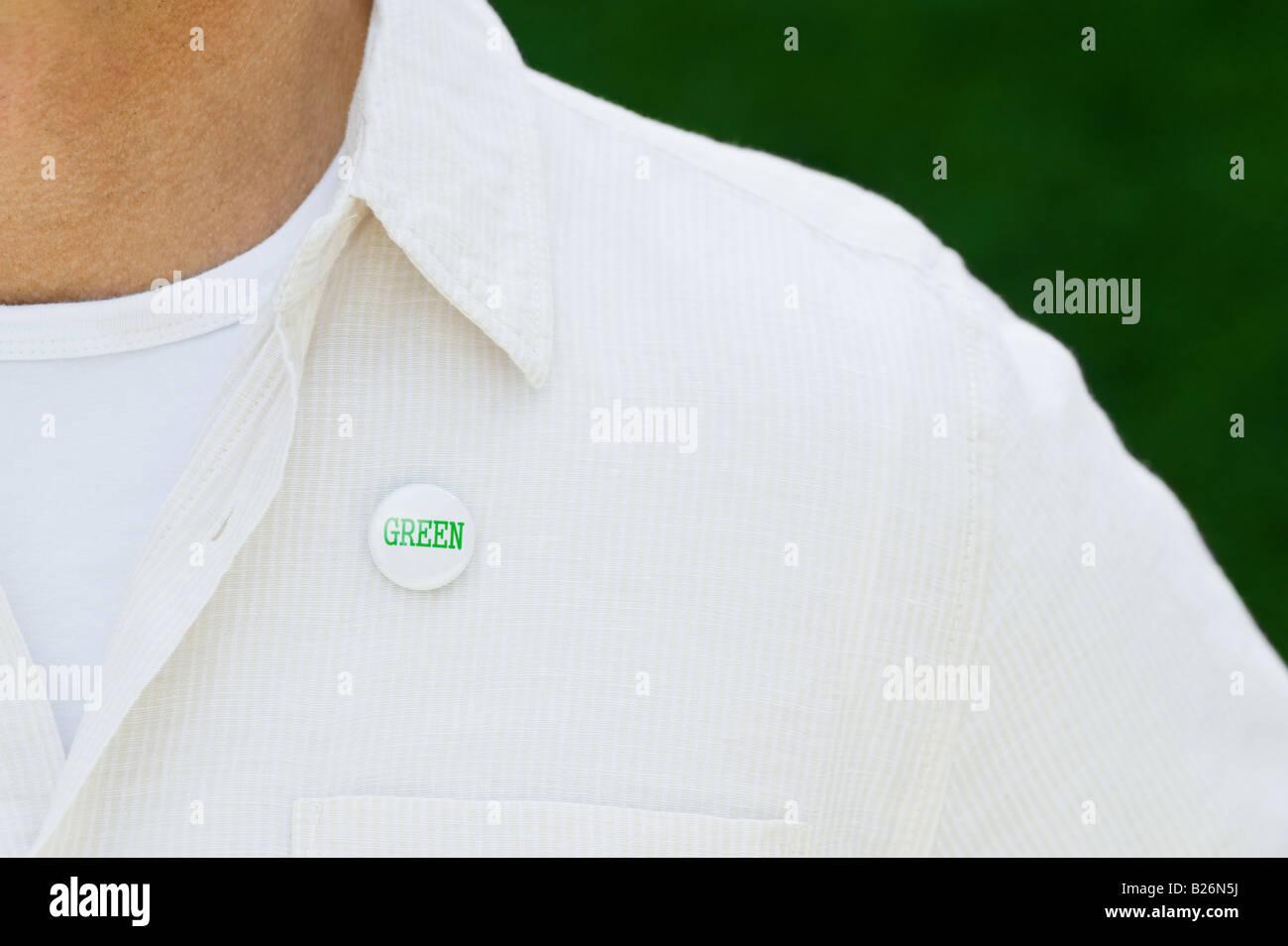 Öko-Taste auf Mannes Hemd Stockbild