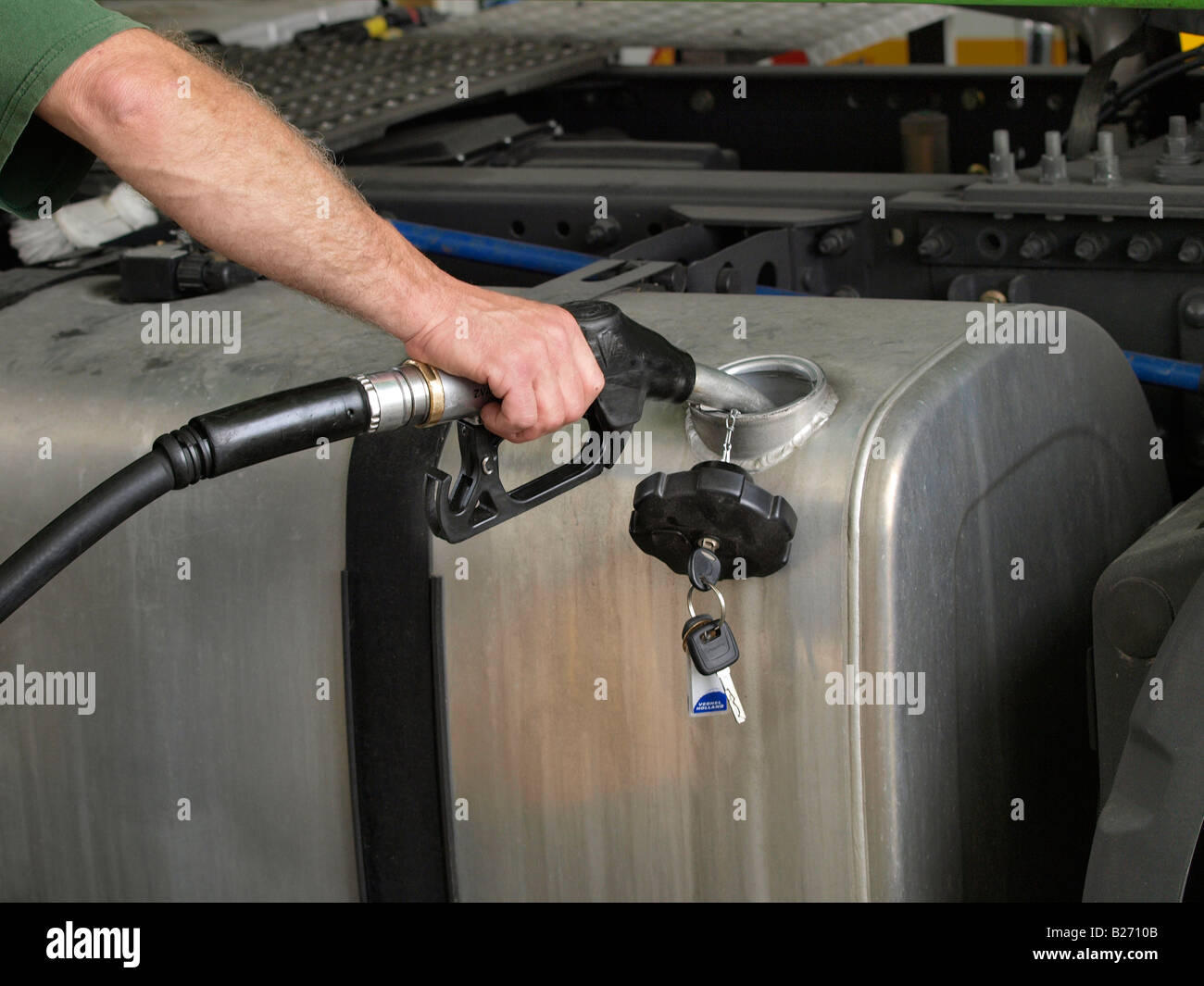 fuel tank truck stockfotos fuel tank truck bilder alamy. Black Bedroom Furniture Sets. Home Design Ideas